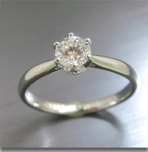 【実例359】立て爪ダイヤリングをソリティアリングにリフォーム