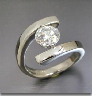 【実例354】立て爪ダイヤを新しいデザインにリフォーム
