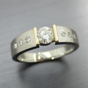【実例300】昔の婚約指輪をテンションセッティングのリングにリフォーム