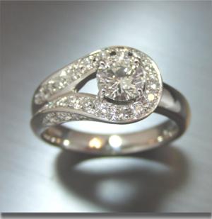 【実例367】V字リングを豪華なメレダイヤ付きリングにリフォーム