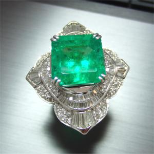 【実例259】エメラルドの指輪をさらにゴージャスにリフォーム