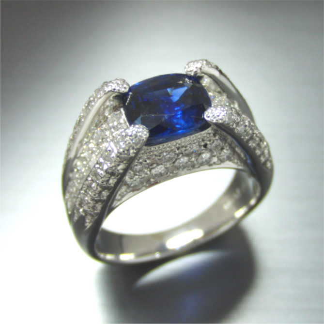 【実例239】2カラットのサファイアリングをパヴェ留めメレダイヤで豪華に